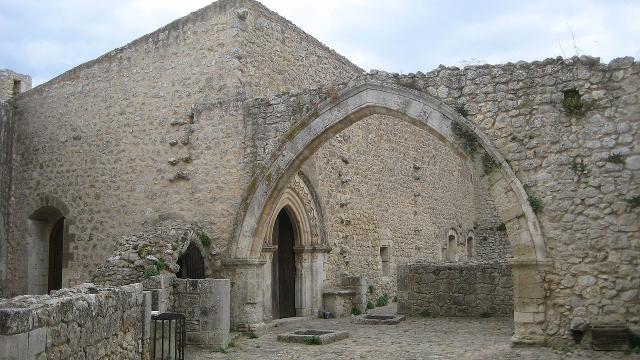 Corte interna del castello di Mussomeli - ph Pequod76