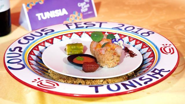 """La ricetta tunisina, vincitrice del XXI Cous Cous Fest. """"Mare Nostrum"""", un cous cous al gambero rosso, harissa grigliata e hummus al finocchietto"""