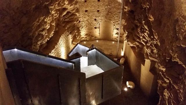 L'accesso alla cripta dell'ex Convento di Sant'Agostino, a Caltagirone. Il recupero e il restauro della cripta è stato realizzato dallo Studio Tosto Architetti e da Restaurate srl, sotto commissione della Soprintendenza BB.CC.AA - di Catania