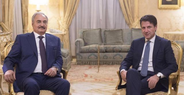 Il generale libico Khalifa Haftar e il premier Giuseppe Conte