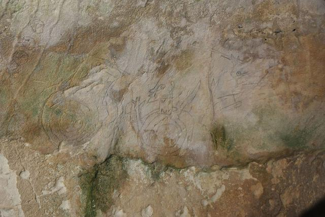 Alcune incisioni interne alla Grotta della Signora - Ispica