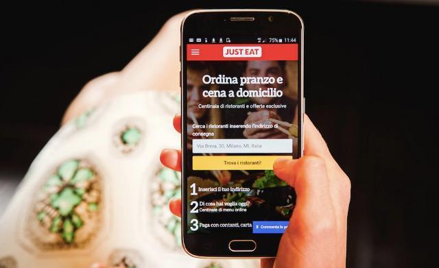 Studenti e impiegati sono i più attivi nell'ordinare cibo a domicilio via app