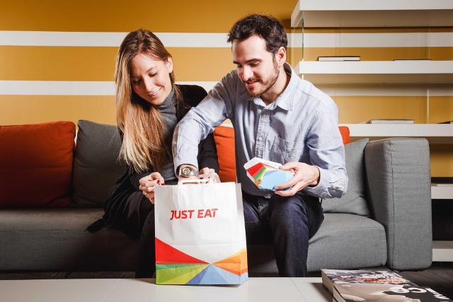 """La """"Gastronomia"""" è la specialità più in crescita negli ordini a domicilio in città con +572%"""