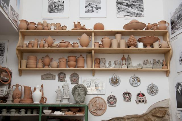 Il laboratorio di ceramiche di Lorenzo Camiolo