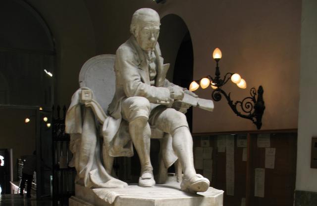 Monumento a Giovanni Meli nell'atrio del Palazzo Pretorio di Palermo