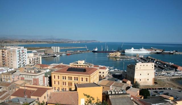 Panoramica sul porto di Porto Empedocle
