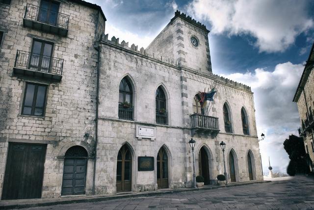 Il palazzo municipale di Petralia Soprana