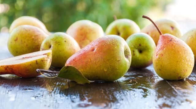 Consumare una sola pera al giorno significa coprire il 16% del fabbisogno quotidiano di fibre ed il 10% di quello di vitamina C...