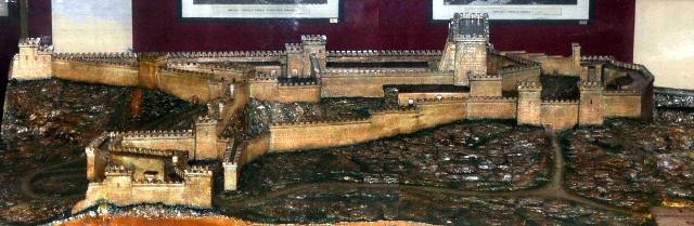 Una ricostruzione del Castello di Eurialo conservata nel piccolo Antiquarium della zona