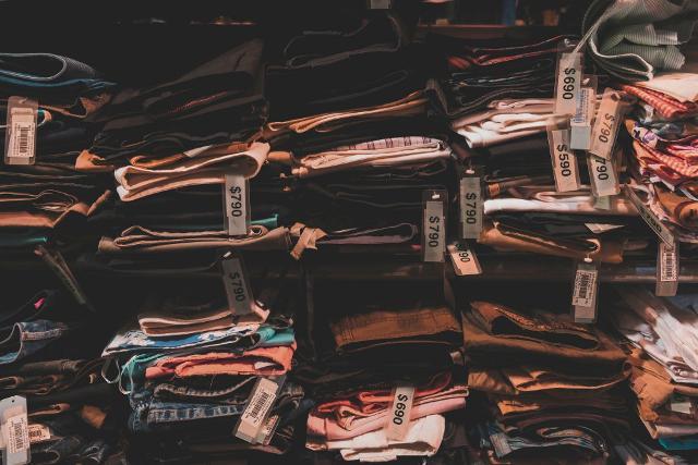 Le industrie tessili sono al secondo posto nella classifica tra le più inquinanti del mondo...