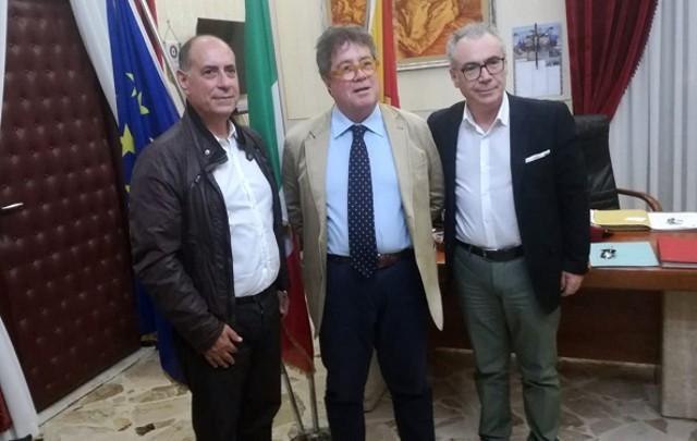 Nella foto, da sinistra: il direttore del Parco archeologico di Selinunte Enrico Caruso, l'assessore regionale ai Beni Culturali Sebastiano Tusa e il sindaco di Partanna Nicolò Catania