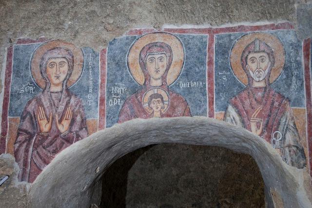 """Santa Elisabetta, Mater Domini e San Leonardo nell'affresco della """"Teoria dei Santi"""" nella Chiesa rupestre del Crocifisso di Lentini"""