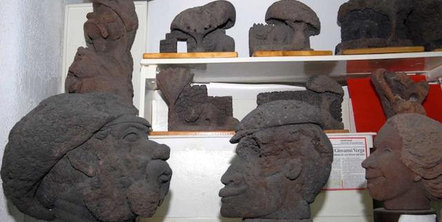 """Alcune bizzarre teste in Pietra lavica in mostra al Museo """"Nino Valenziano Santangelo"""" di Catania"""