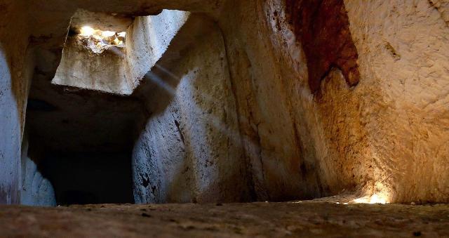 Un tunnel sotterraneo del Castello di Eurialo