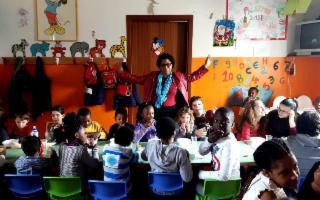 Raccolta di giocattoli, libri e pupi di zucchero a Palermo