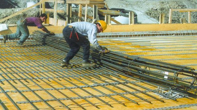 Il tappeto di armatura in barre di acciaio premontate (brevetto Bamtec) garantisce la qualità dell'opera e l'efficientamento completo del cantiere...