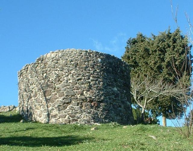 I resti del castello Normanno di Buccheri - ph Azotoliquido