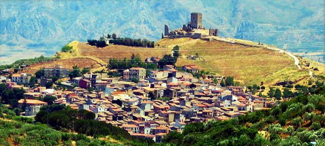 Il Santuario di Maria Addolorata di fronte al Castello - Cefalà Diana