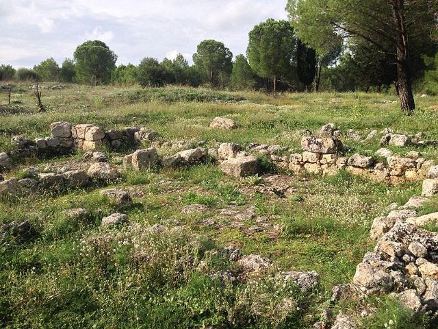 Basamento di Chiesa bizantina nella zona di Giarranauti, a Pantalica - ph Davide Mauro