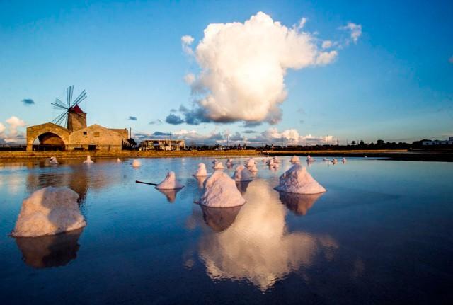 """""""Museo del sale a Nubia"""", foto di Alessandro Maimone, terza classificata nel photo contest della Banca Don Rizzo"""