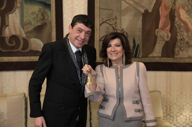 """Il Maestro Pasticcere Nicola Fiasconaro riceve la """"Campanella del Senato"""" da Maria Elisabetta Alberti Casellati"""