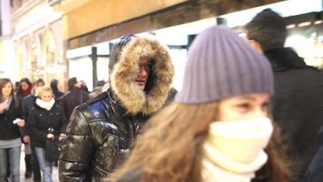 Anche vestirsi con indumenti troppo pesanti può provocare un innalzamento della propria temperatura interna facendo così aumentare le perdite di liquidi...