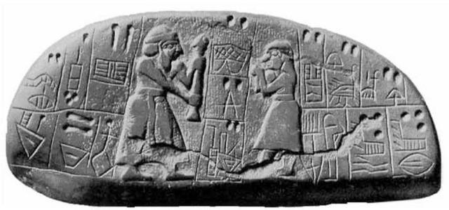 """Una tavoletta di argilla risalente all'epoca predinastica sumera (circa 4.000 a.C.), meglio nota come il """"monumento Blau"""", dal nome dell'archeologo che la scoprì, è la testimonianza più antica che conferma la capacità dei sumeri di produrre birra. La tavoletta, conservata oggi al British Museum di Londra, descrive i doni propiziatori offerti alla dea Nin-Harra (dea della fertilità): capretti, miele e, appunto, birra."""