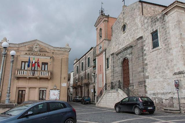 Il Municipio e la chiesa di Sant'Agata in piazza della Rinascita, nel quartiere Giardinello - ph Davide Mauro