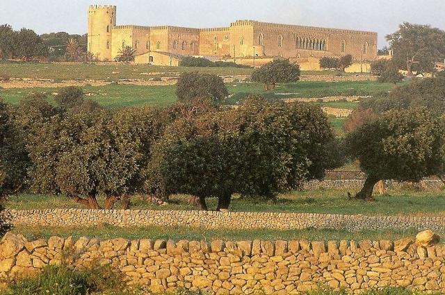 I muretti a secco che circondano il Castello di Donnafugata