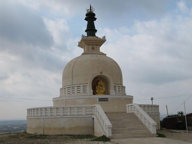 La Pagoda della Pace, tempio buddista della scuola Nipponzan Myohoji, fondato a Comiso nel 1998, dal monaco Reverendo Gyosho Morishita - ph Blisset