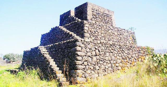 Una Piramide etnea