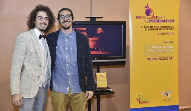 "Fausto Sammartano e Gabriele Di Pietra, autori del video ""Sorsi pizzicati"" premiato Wine Night in Moderation"