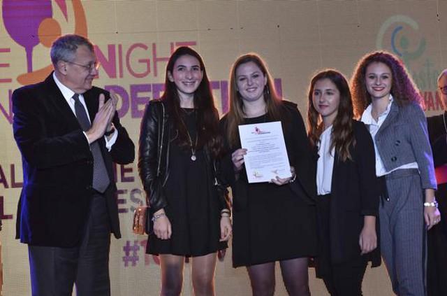 """Clara Rancatore, Azzurra Meo, Valeria Lombardo e Lucia Tumminelli premiate al Wine Night in Moderation per il video """"Alzate i calici ma abbassate i gomiti"""""""