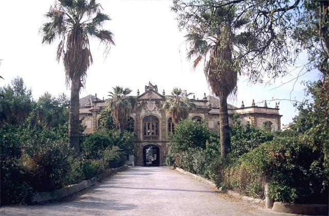 Il viale d'ingresso di Villa Palagonia - ph Jpbazard