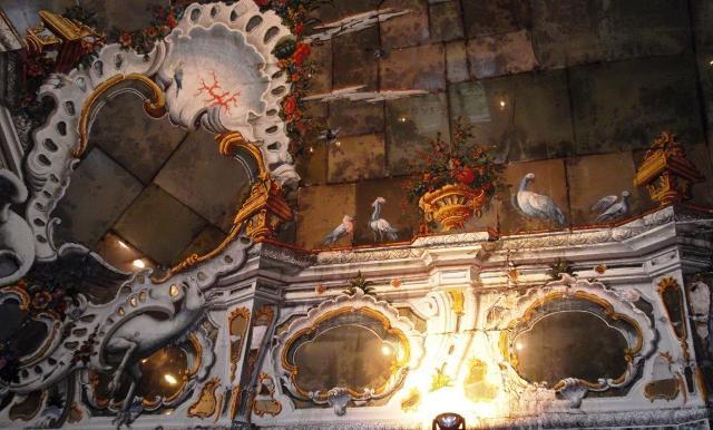 Un particolare del soffitto della Sala degli Specchi di Villa Palagonia - ph Cappellaccio