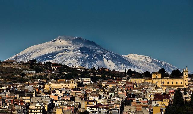 Panorama di Sortino, sullo sfondo l'Etna - ph Pietro Columba