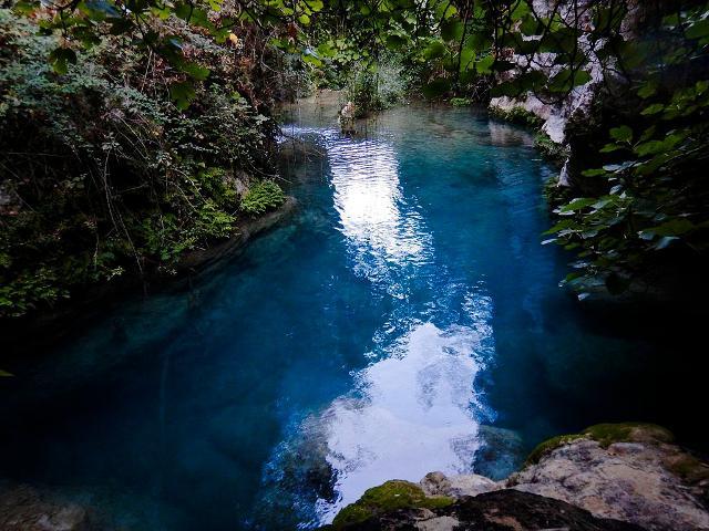 Il blu intenso del Torrente Calcinara a Pantalica - ph Pietro Columba