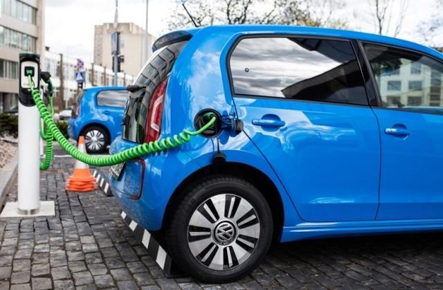 Duecento colonnine di ricarica per le auto elettriche e ibride saranno installate presto a Palermo