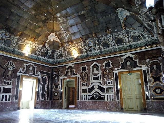 """Villa Palagonia, la """"Sala degli Specchi"""" - ph Lasterketak"""