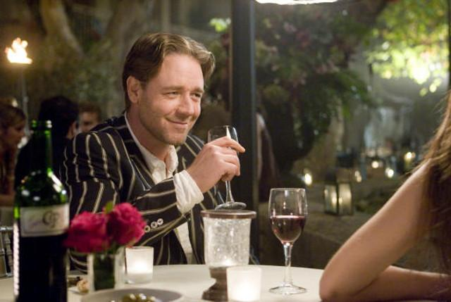 """Russel Crowe in una scena del film Un'ottima annata"""" diretto da Ridley Scott"""