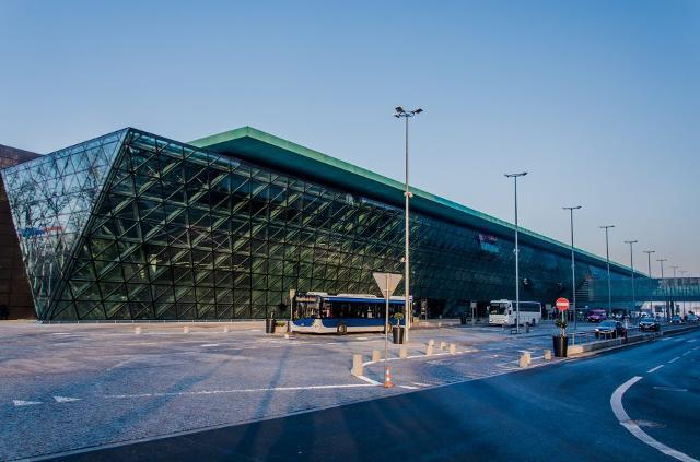 Ryanair lancia la nuova rotta da Catania a Cracovia