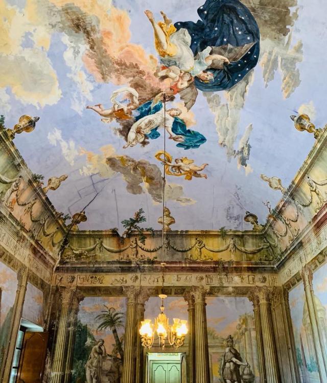 Il Salone centrale di Villa Adriana con l'Allegoria del Giorno e della Notte - ph www.palermodavedere.it