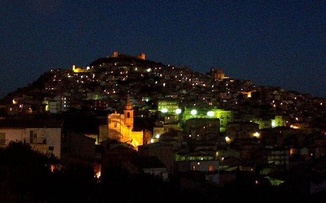 Panorama notturo di Agira - ph Giomodica