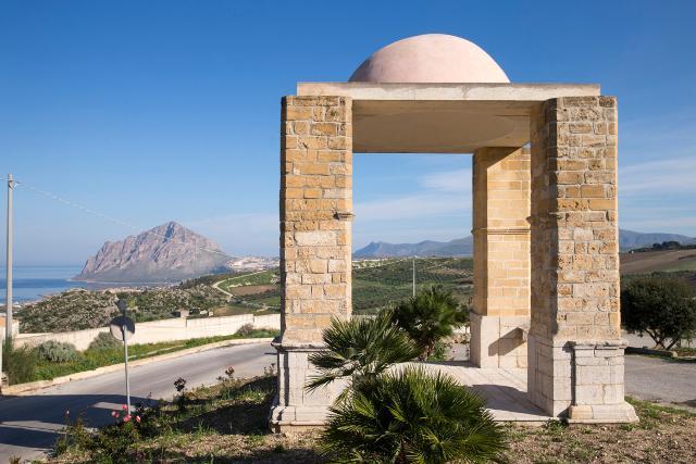 L'Arco del Cavaliere di Custonaci