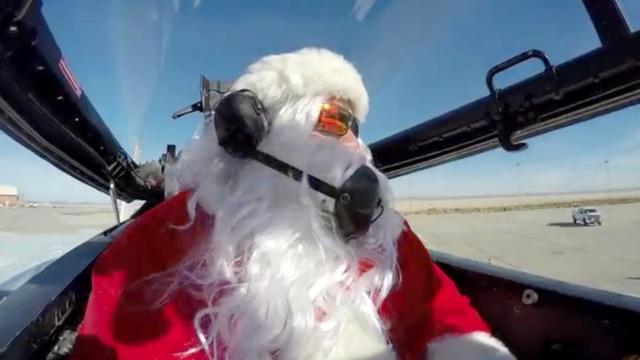 Secondo la Teaoria della Relatività, Santa Claus e le sue renne devono viaggiare a circa 10 milioni di chilometri l'ora per consegnare i regali a tutti i bambini la notte di Natale nell'arco di 31 ore...