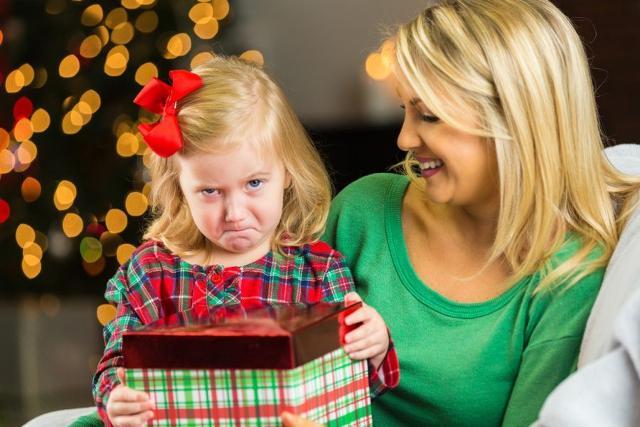 E' fondamentale ricordare che l'amore che un bimbo sente di ricevere con un dono è proporzionale a come un genitore si rende disponibile all'ascolto dei suoi bisogni...