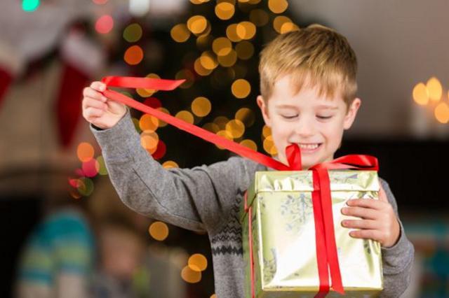 Il regalo ha significati diversi per il bambino che lo riceve e per il genitore che lo dona...