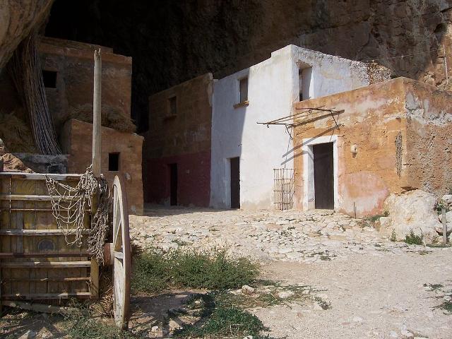 Le casine disabitate dell'antico borgo di Scurati, nel periodo natalizio diventano lo scenario del Presepe vivente di Custonaci