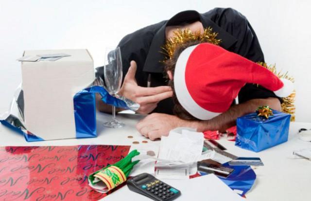 Per 1 lavoratore su 3 (35%) l'arrivo delle festività natalizie prevede la tradizionale festa in ufficio che nella maggior parte dei casi comporta imbarazzo e disagi.