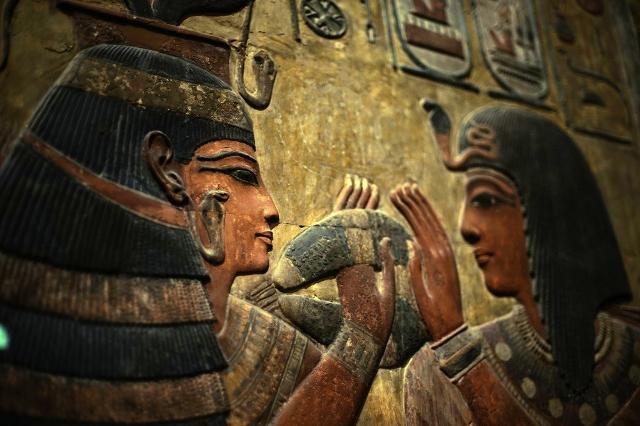 Nuovo regno, la dea Hathor (a sinistra) accoglie Seth I, dalla valle dei Re, 1294-1279 a.C. ca. - Museo del Louvre